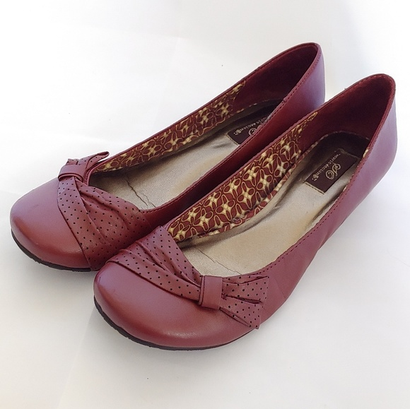 SO Red Maroon Flats